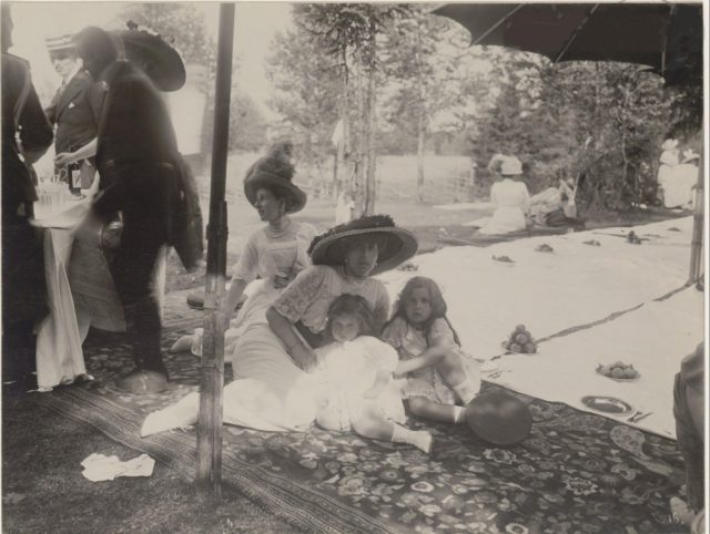 Grand Duchess Victoria Augusta with kids. Romanovs at a picnic. Summer of 1913.