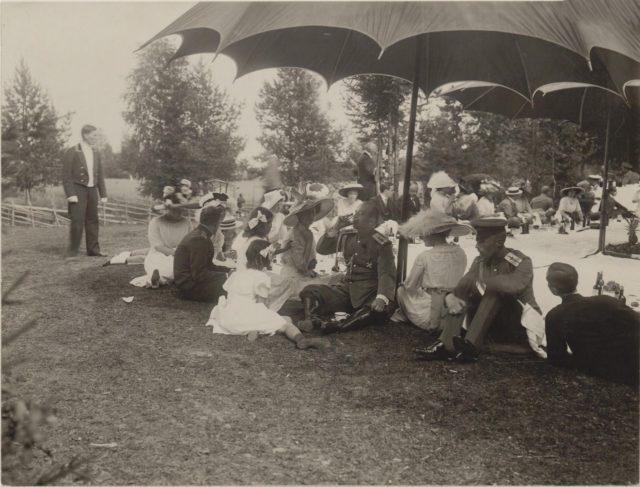 Princess Olga Orlova. Romanovs at a picnic. Summer of 1913.