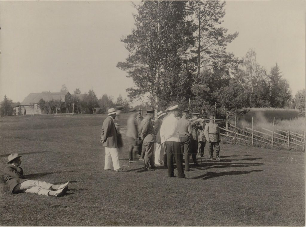The Grand Duke Andrei Vladimirovich shoots. Romanovs at a picnic. Summer of 1913.