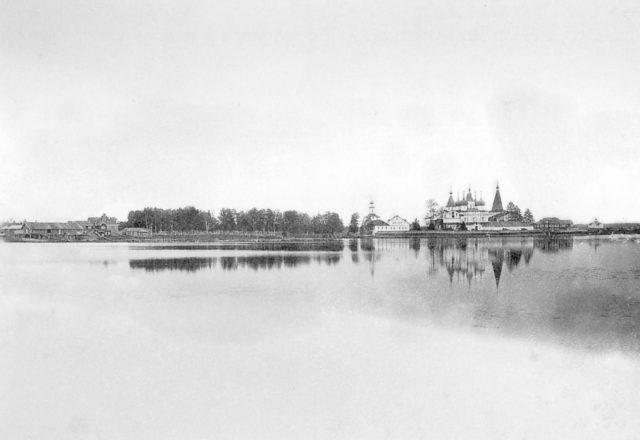 Kholmogory, surroundings