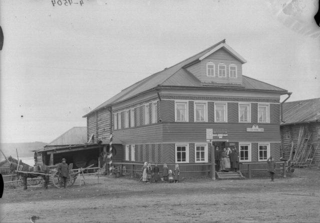 Rakulskaya postal station. Kholmogory surroundings.