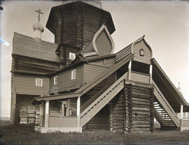 Shenkursk wooden church detail