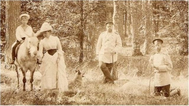 Emperor Alexander III on a visit to the brother of Grand Duke Sergey Alexandrovich. Grand-dwelling Ilyinsky estate.