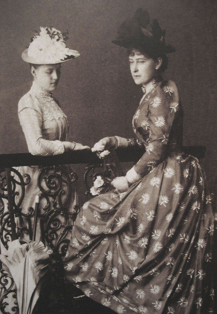 Grand Duchess Elisaveta Feodorovna and Grand Duchess Alexandra Georgievna, the first wife of Grand Duke Paul Alexandrovich.