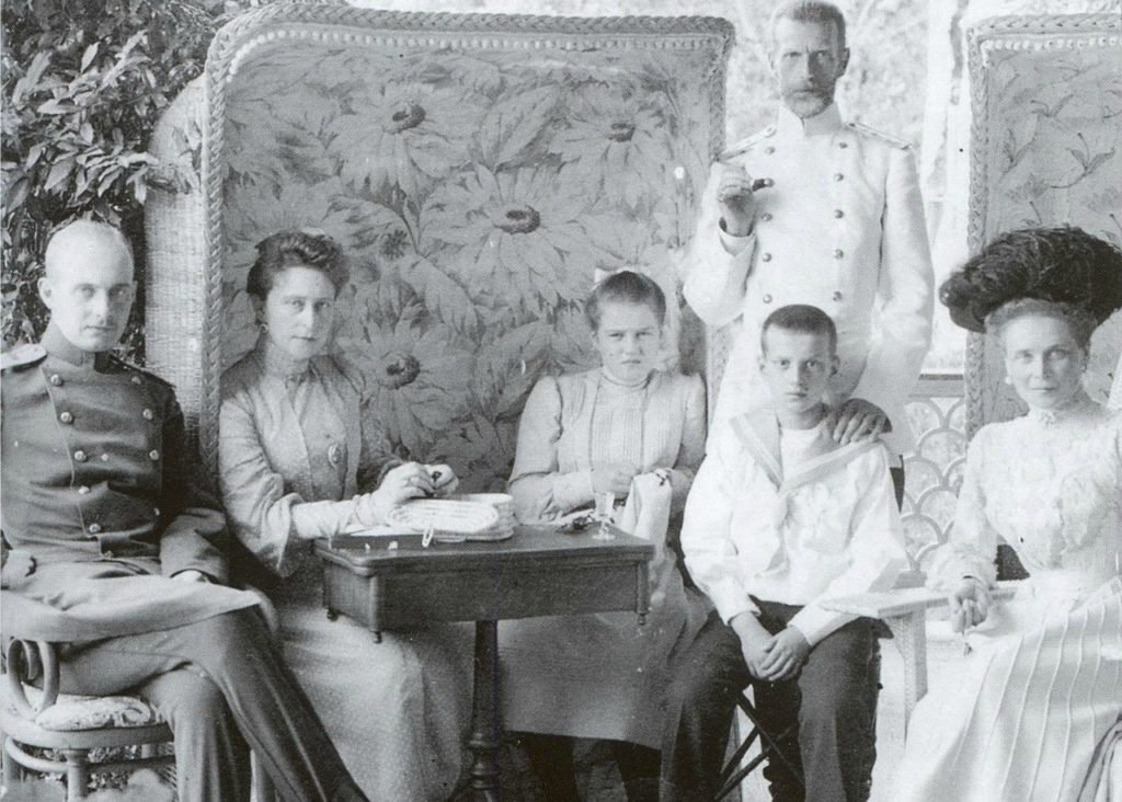 Grand Duke Serey Alexandrovich and Grand Duchess Elisaveta Feodorovna with the children of Grand Duke Paul Alexandrovich.