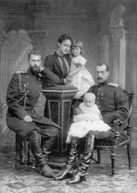 Grand Duke Sergei Alexandrovich, Grand Duchess Elizabeth Feodorovna, Grand Duke Pavel Alexandrovich and his children: Maria Pavlovna and Dmitry Pavlovich.