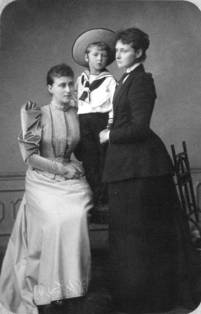Great Princess Elisaveta Feodorovna and Hessian Princess Alice.
