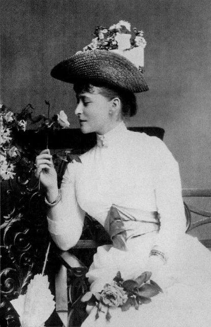Elizabeth Alexandra Louise Alice (Ella) Princess of Hesse-Darmstadt  - Elizabeth Feodorovna.