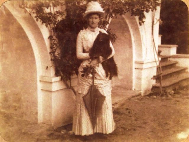 Grand Duchess Elizabeth Feodorovna with dog