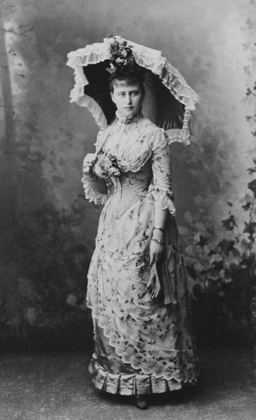 Grand Duchess Elizabeth Feodorovna with umbrella