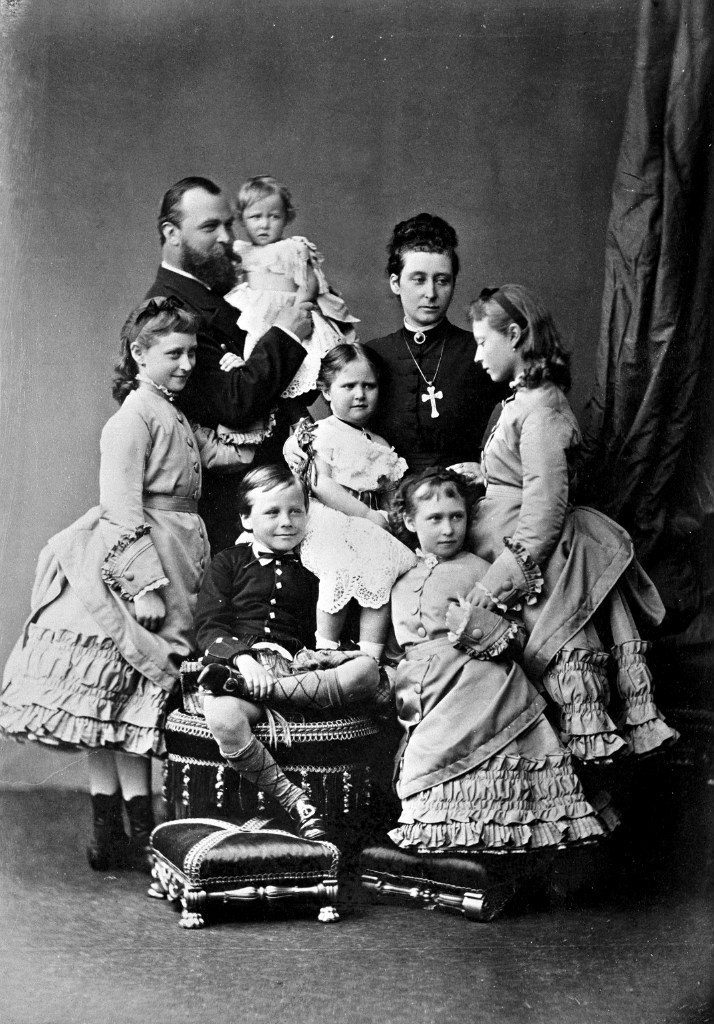Portrait of the famPortrait of the family of the Grand Duke of Hesse-Darmstadt Ludwig IV and the Grand Duchess of Hesse and Rhine Alice.ily of the Grand Duke of Hesse-Darmstadt Ludwig IV and the Grand Duchess of Hesse and Rhine Alice.