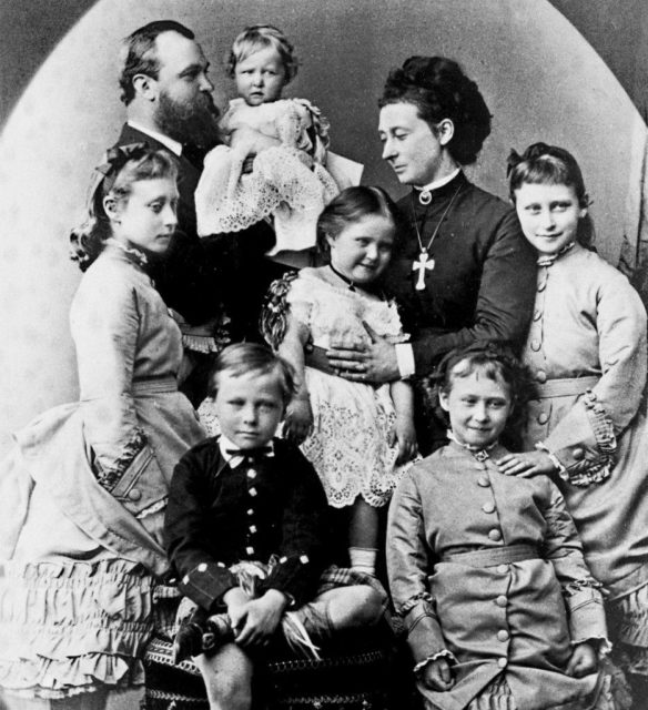 Portrait of the family of the Grand Duke of Hesse-Darmstadt Ludwig IV and the Grand Duchess of Hesse and Rhine Alice.ily of the Grand Duke of Hesse-Darmstadt Ludwig IV and the Grand Duchess of Hesse and Rhine Alice.