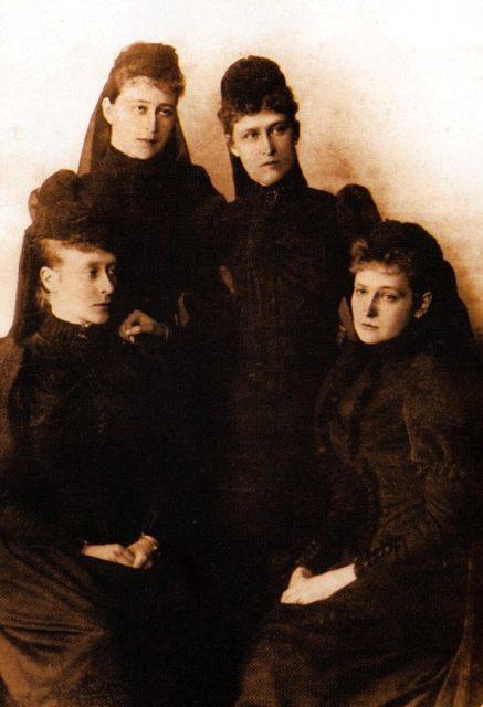 Sisters: Princess Victoria Hesse-Darmstadt, Grand Duchess Elisaveta Feodorovna, Princess Irena Hesse-Darmstadt, Empress Russian Alexandra Feodorovna.