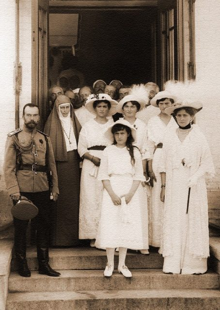 The family of the Emperor Nicholas II and Grand Duchess Elisaveta Feodorovna in the hospital Soldatenkova.