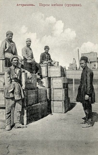 Astrakhan, Persian ambaz (stevedores)