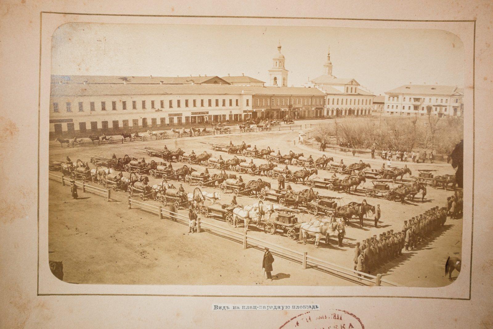 Astrakhan, Plats-Parade square