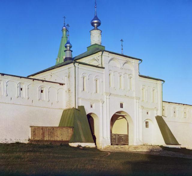 Alexandrovsky Uspensky Convent. Enrtance - Alexandrov