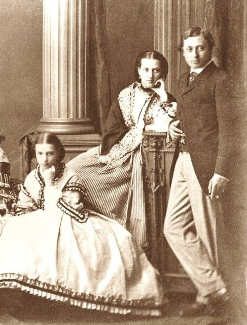 Danish princesses Tyura (Tire) and Alexander with the Prince of Wales Edward.