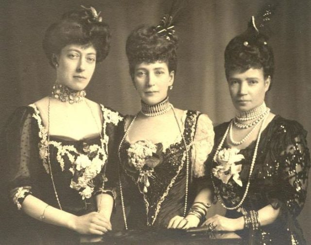 Empress Maria Feodorovna (Dagmar), Queen of England Alexander Danish (next to the Empress) and Tire Danish. 1908 year.