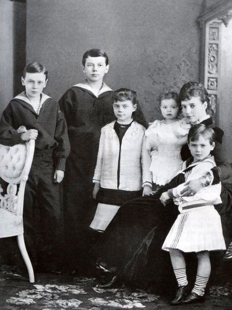 Empress Maria Feodorovna with her children.