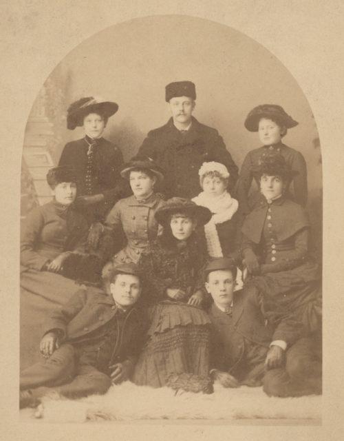 Family portrait, date unknown - http://www.sallowsgallery.ca