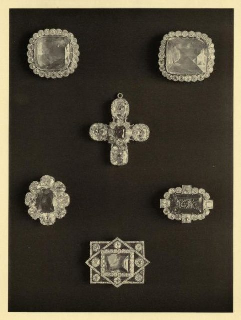Fersman's Catalog. Precious jewelry: gems in a set of diamonds. Collection of valuables of the Romanov Imperial House.