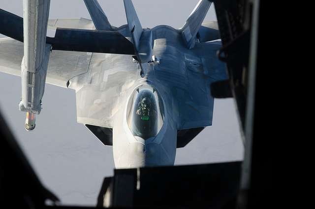 """94th Expeditionary Fighter Squadron Lockheed Martin F-22 """"Raptor's"""" Demonstrate Combat Agility"""