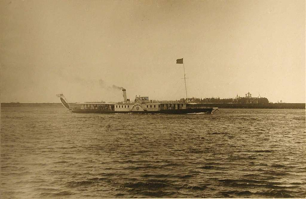 """The steamer """"Mezhen"""" is approaching the Ipatiev Monastery."""
