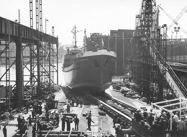 Launch of the tanker 'Esso Caernarvon'