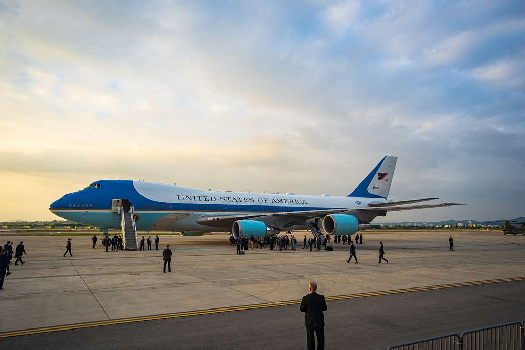 White House staffers depart Air Force One following
