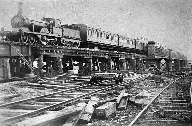 Albury Mail train on the viaduct in Wagga Wagga