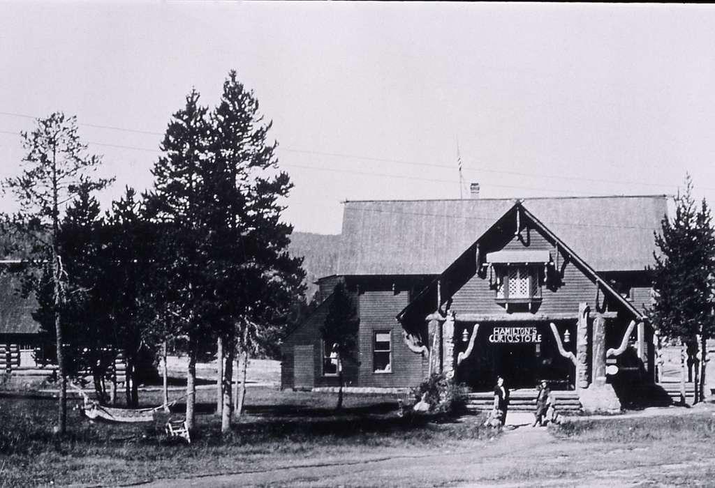 CA Hamilton Store at Old Faithful; Haynes; Around 1917