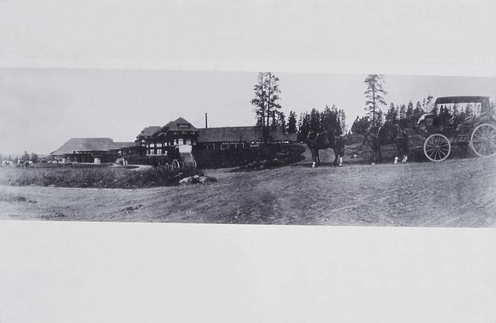 Canyon Hotel with stagecoaches; Photographer unknown; No date