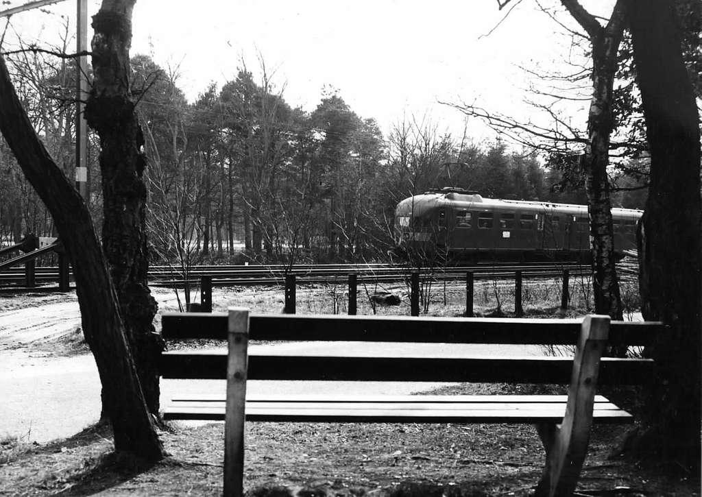 HUA-150985-Afbeelding van een electrisch treinstel mat. 1936 ter hoogte van Hulshorst