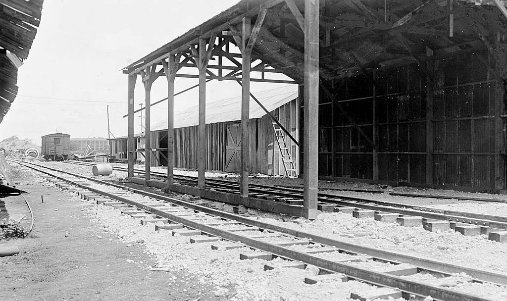 Public works foreman's office storehouse and locomotive shed at U.S. Naval Station Pearl Harbor, in July 1917 (NH 118037)