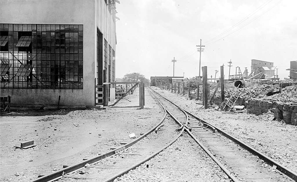 Stockade with railroad tracks at the U.S. Naval Station Pearl Harbor, in August 1917 (NH 118048)