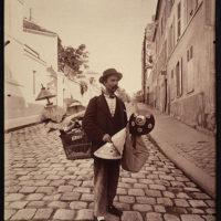 Marchard d'abat-jour, rue Lepic