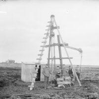 Menn við Gullborinn í Vatnsmýrinni, 1907